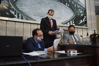 Proposta de Emenda à Constituição, projetos de lei e requerimento são analisados em plenário