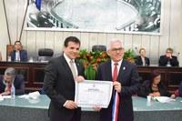 Reitor Eurico Lobo recebe o título de cidadão alagoano