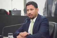 Rodrigo Cunha denuncia precariedade em escola de Penedo