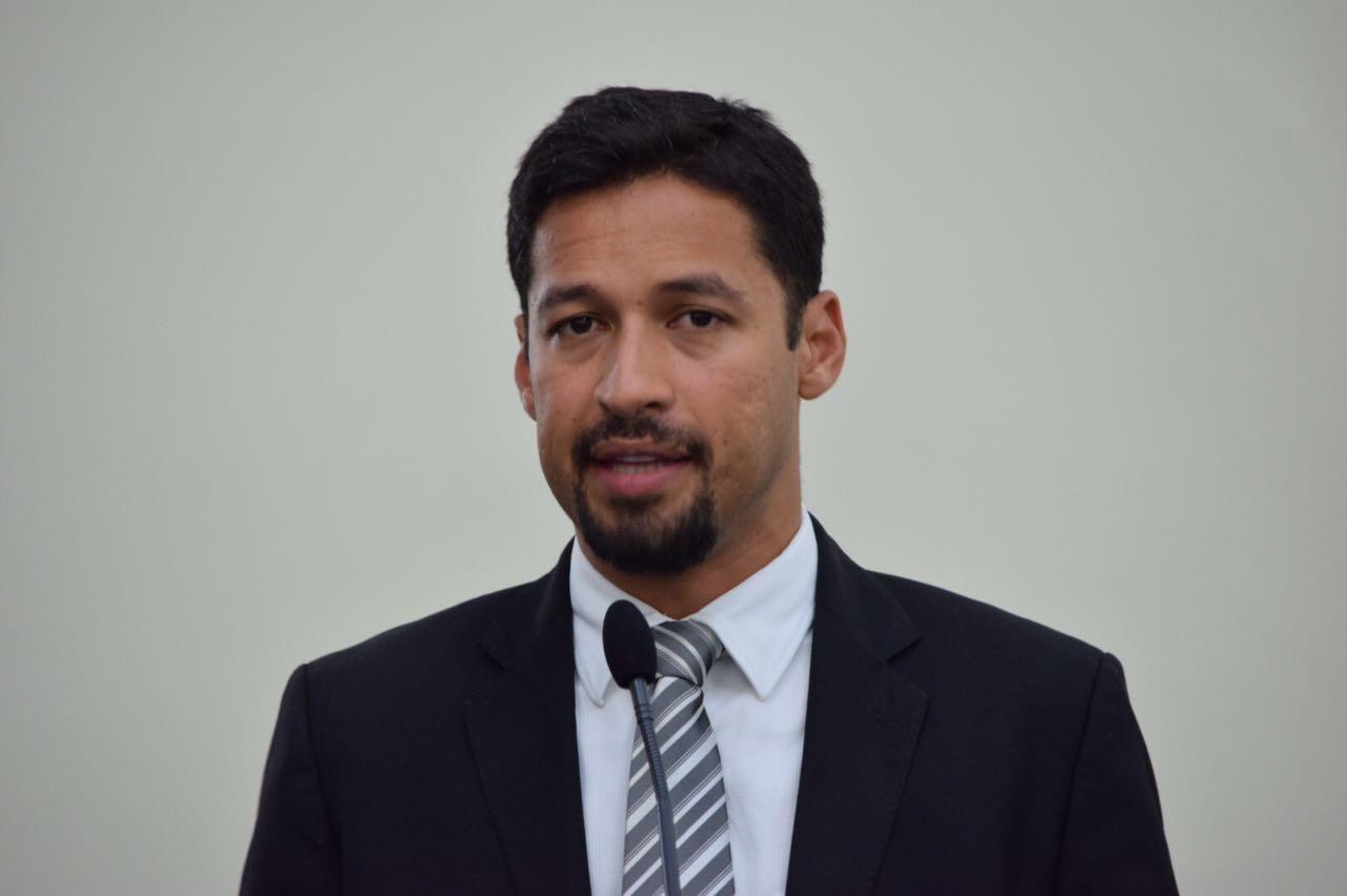 Rodrigo Cunha denuncia superlotação em cela da Central de Polícia de Arapiraca