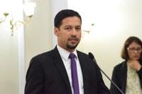 Rodrigo Cunha pede reavaliação de carga tributária que incide sobre combustíveis
