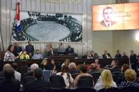 Sessão solene presta homenagem ao centenário de Rubens Canuto